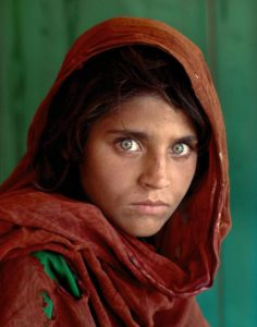 Sharbat Gula, la niña afgana, portada de National Geographic en junio de 1985. © Steve McCurry